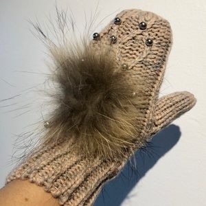 Oxygen | fur pink and grey mittens glass beads